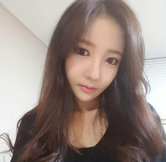 女主播朴妮唛学生装_图2-网红韩国女主播朴妮唛代言《私奔到三国》