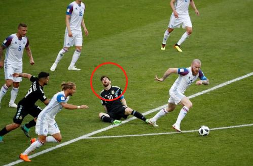 冰岛的大巴铁桶阵便让梅西与阿根廷吃尽了苦头